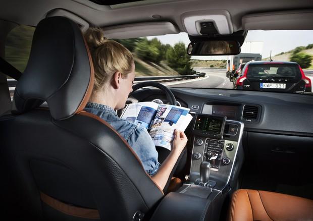 Tencent Scende Nella Partita Dell'auto A Guida Autonoma