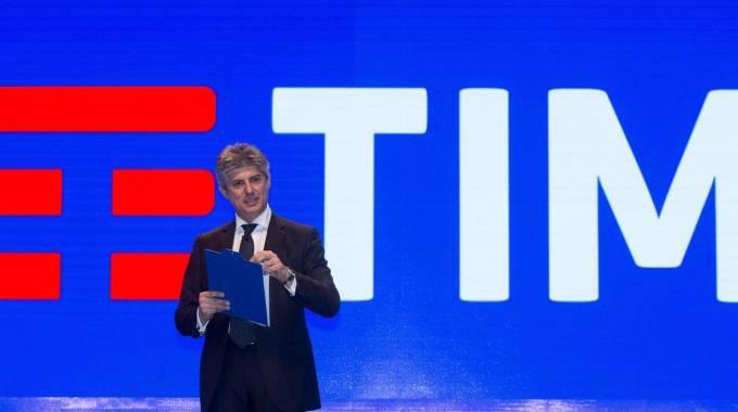Patuano nuovo logo Telecom