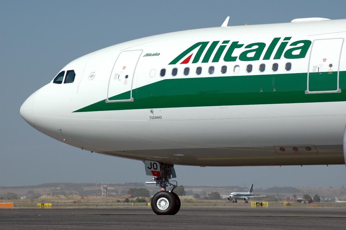 Alitalia, bruciati oltre 800 milioni in soli 30 mesi. Persi 9,2 miliardi in 45 anni di vita