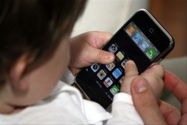Smartphone, Usa: si pensa a divieto uso da parte dei bambini