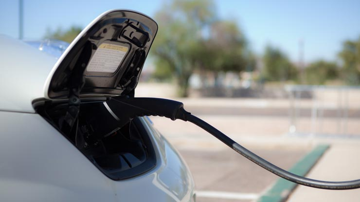 Auto Elettrica, Sfatiamo I Falsi Miti