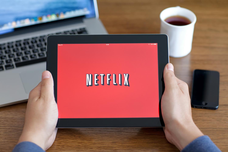 Netflix, Bond Da 1,6 Miliardi Di Euro Per Battere Concorrenza