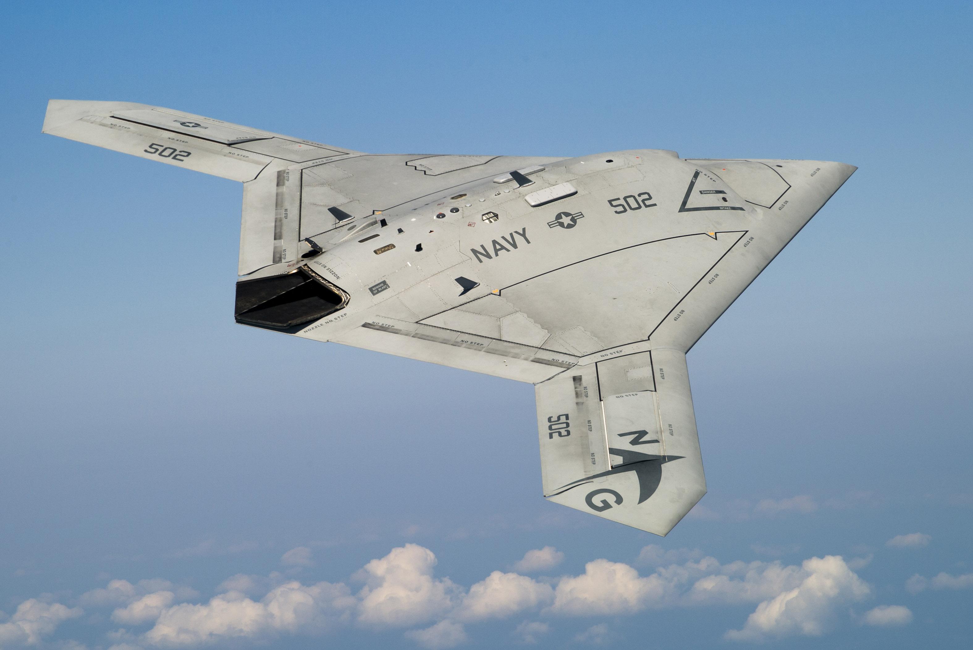 US Navy: Primo riforni...X 47b At Night