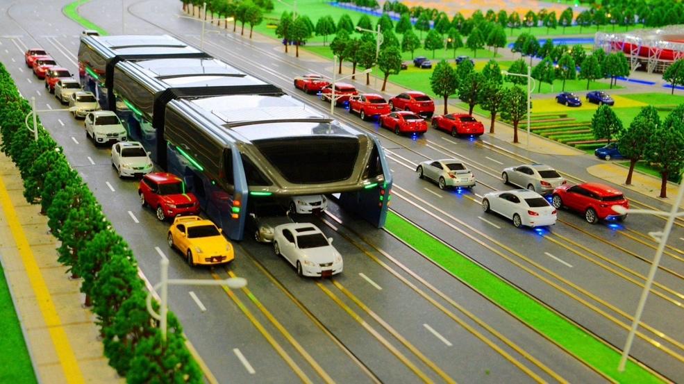 Teb, l'autobus elettrico che cammina sopra le auto